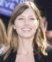 jessica_biel_keeps_her_feet_on_the_ground